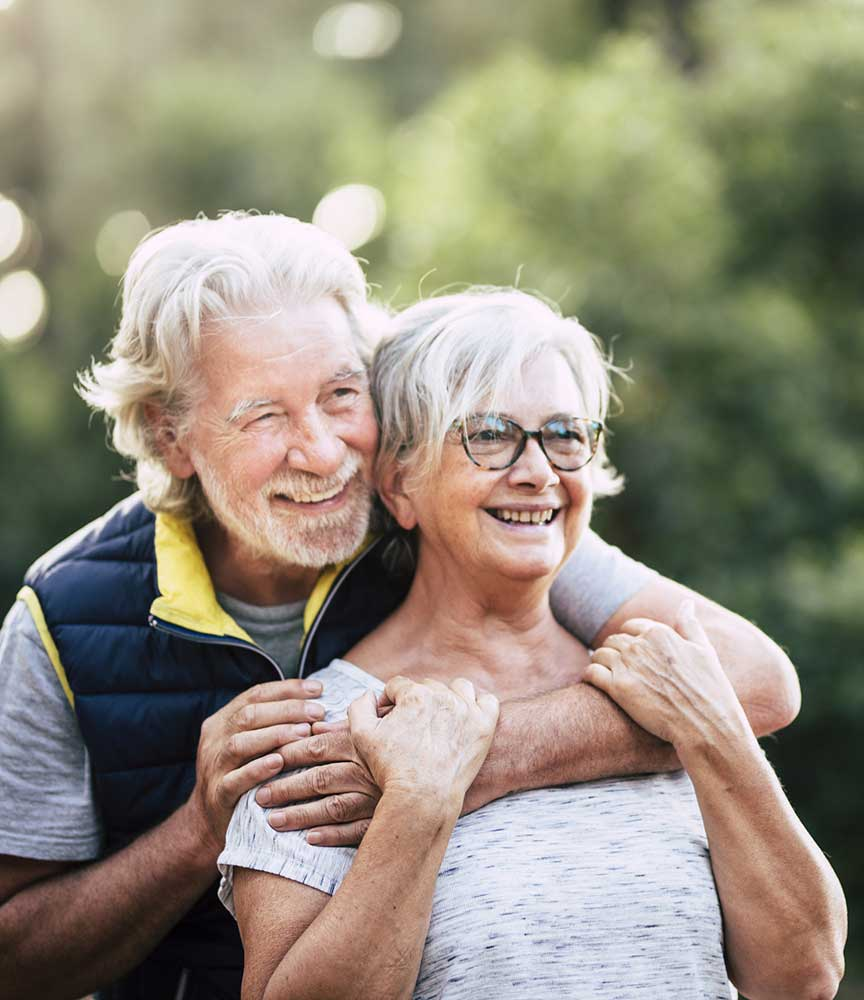 anziani felici dei sevizi in outsourcing